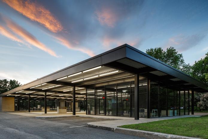 doublespace_architecture_photo_fabg_mies_van__rohe_gas_station_montreal_ile-des-soeurs-2.jpg
